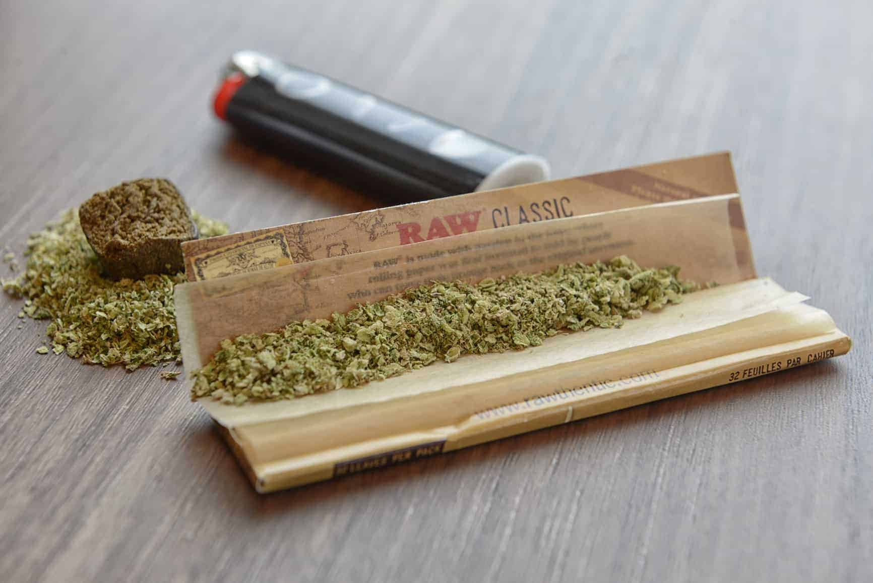 Amsterdam Weed and Hash ready to roll in Raw Classic Paper